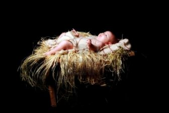7352201-baby-jesus-lying-in-the-manger